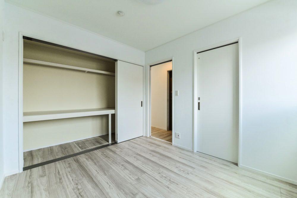 木目と塗り壁の落ち着きある家イメージ6