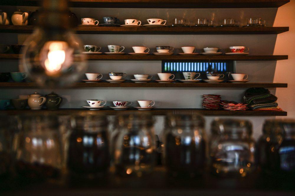 昭和のアンティークが彩る紅茶専門店イメージ7