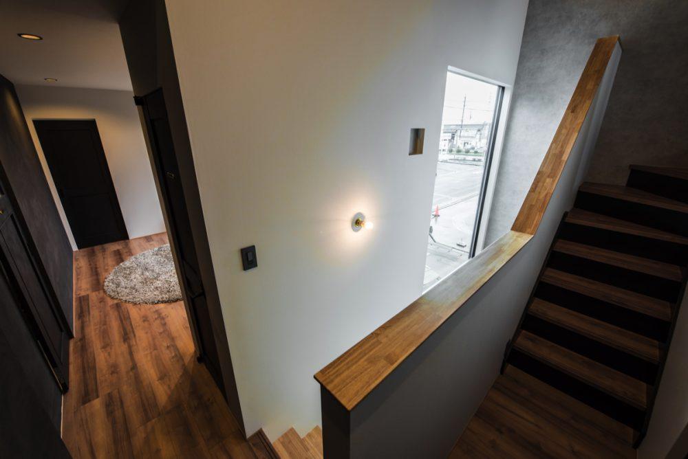 南窓の無い塗壁の家イメージ4