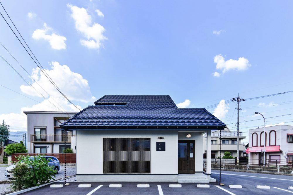 昭和のアンティークが彩る紅茶専門店外観イメージ