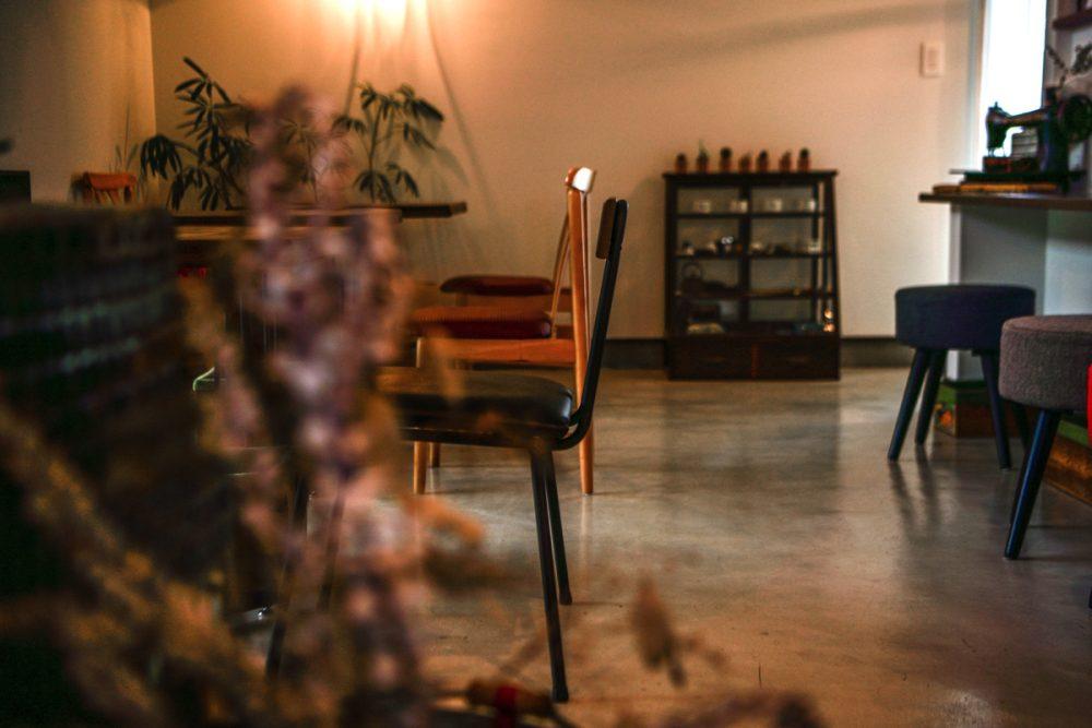 昭和のアンティークが彩る紅茶専門店イメージ8