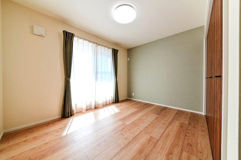 チーク色が映える落ち着きのある家イメージ6