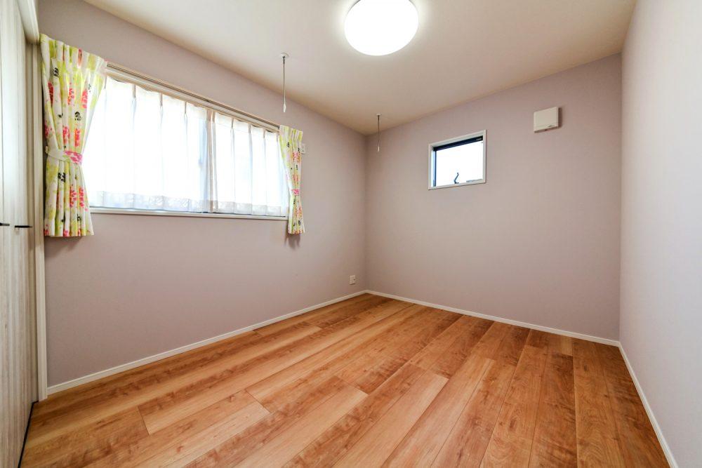 チーク色が映える落ち着きのある家イメージ8