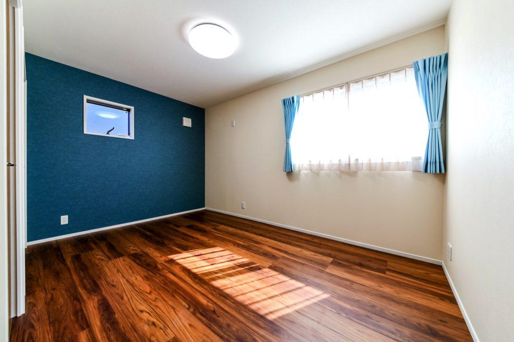 チーク色が映える落ち着きのある家イメージ7