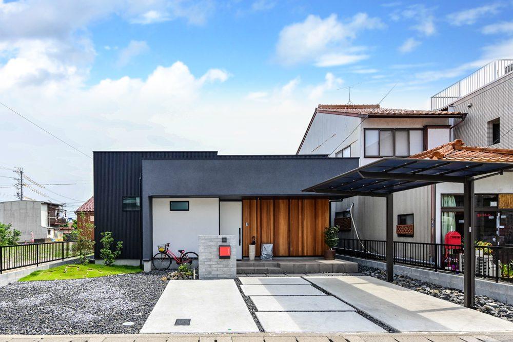 コの字型の中庭付き平屋外観イメージ
